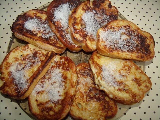 Сладкие гренки с яйцом и молоком к завтраку