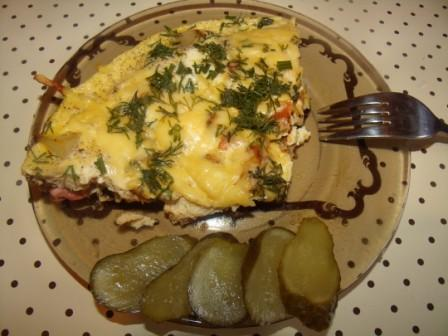 sytnyj omlet s kolbasoj i pomidorom 1