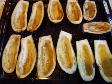 baklazhany, farshirovannye mjasnym farshem i pomidorami, zapechennye pod syrom v duhovke 2