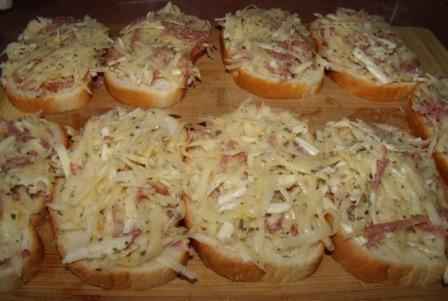 gorjachie buterbrody na skovorode s kartofelem i kolbasoj 3