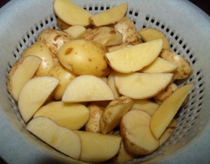 molodoj kartofel, zharennyj v kozhure s chesnokom i ukropom 2