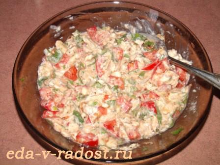 gorjachie buterbrody s kuricej, syrom, pomidorami i svezhim bazilikom 1