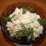 Салат с консервированной рыбой фото